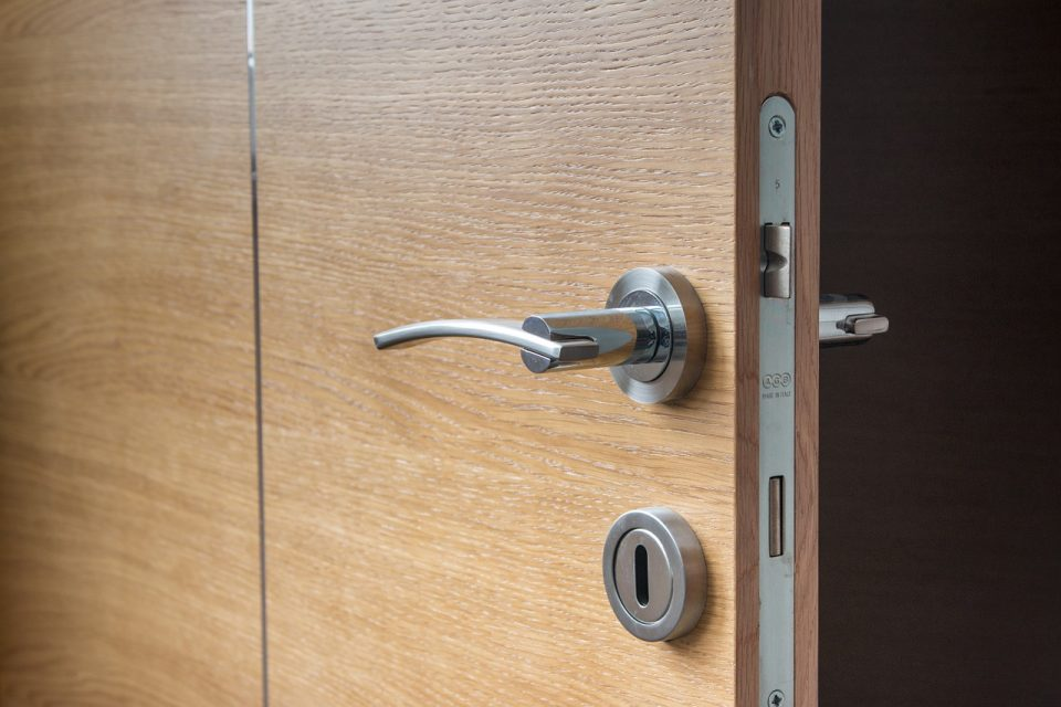 Pourquoi remplacer une porte traditionnelle par un modèle coulissant ?