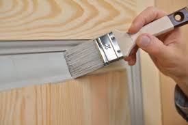 Quand entretenir vos portes en bois ?